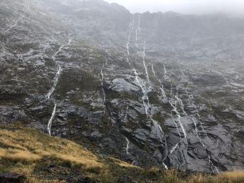 Cascades éphémères- Milford Sound - Fjordland - Nouvelle-Zélande
