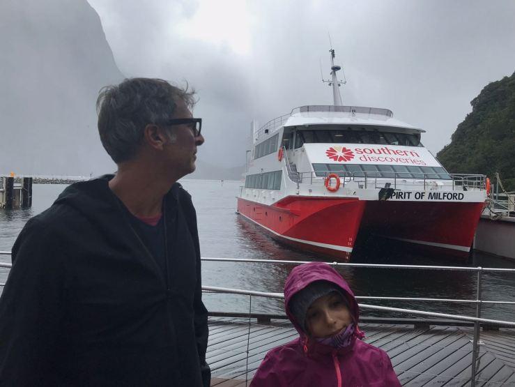En attendant de monter sur le bateau - Milford Sound - Fjordland - Nouvelle-Zélande