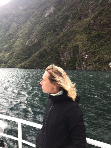 Cheveux au vent - Milford Sound - Fjordland - Nouvelle-Zélande