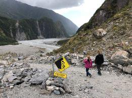 Sur le chemin, retour du Fox glacier. Attention, chutes de pierres, ne pas s'arrêter !! - Nouvelle-Zélande