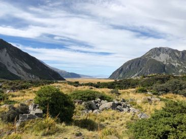 La Hooker valley vue dans le sens opposé aux glaciers - Le lac Pukaki tout au fond - Hooker Valley Track - Mont Cook - Nouvelle-Zélande
