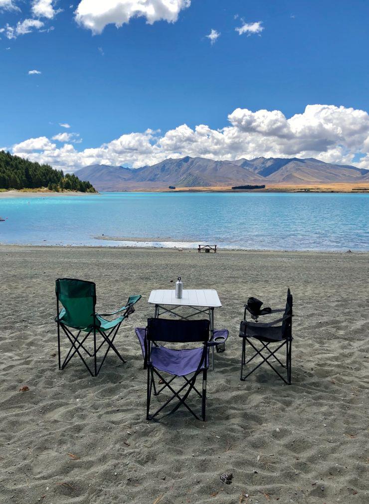 Pique nique face à un paysage de rêve - Lac Tekapo - Nouvelle-Zélande