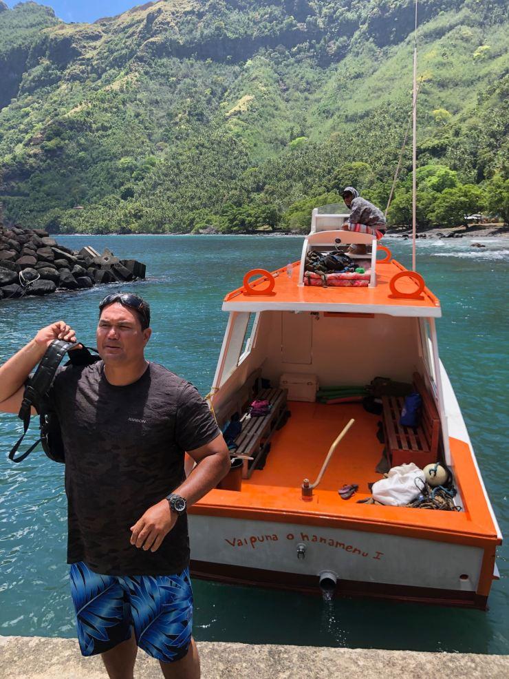 Pifa débarque à Tahuata - Iles Marquises - Polynésie