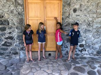 Brochette de gamins - Hapatoni - Tahuata - Iles Marquises - Polynésie
