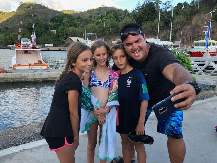 Pifa et les kids - retour de Tahuata - Iles Marquises - Polynésie