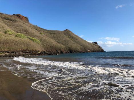La baie Colette et sa plage de sable noir - Nuku Hiva - Iles Marquises - Polynésie