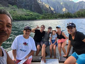 Selfie de la petite troupe - En repartant de la baie d'Hakaui - Nuku Hiva - Iles Marquises - Polynésie