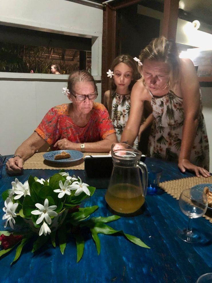 Après le dîner chez Flora - Comment fonctionne Molotov ? - Polynésie