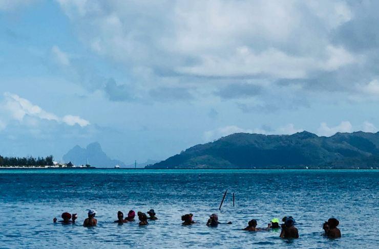 Trempage de Polynésiennes - Motu Ofetaro - Raiatea - Polynésie