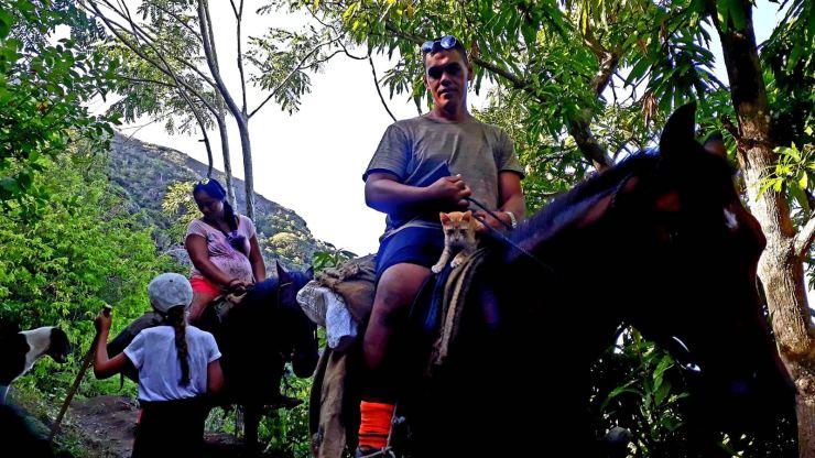 Comment rejoindre la baie d'Anaho ? - Déplacement familial - Nuku Hiva - Iles Marquises - Polynésie