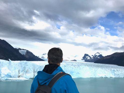 """Geoffrey en admiration devant le Perito Moreno - Parc National """"Los Glaciares"""" - Argentine"""