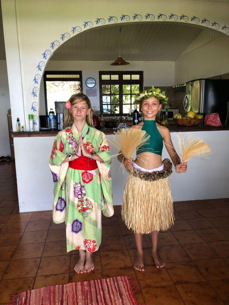Tahitienne et Japonaise - A Tahiti - Polynésie