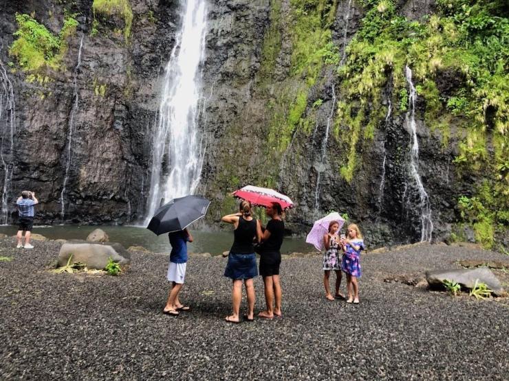 Singing in the rain ! - A la première cascade de Faarumai - Tahiti - Polynésie