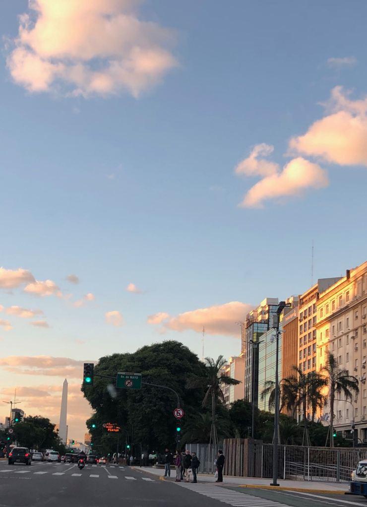 Avenida 9 de julio avec en fond l'obelisque - Buenos Aires - Argentine