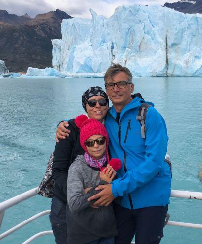 "Photo de famille devant le Perito Moreno - Parc National ""Los Glaciares"" - Argentine"