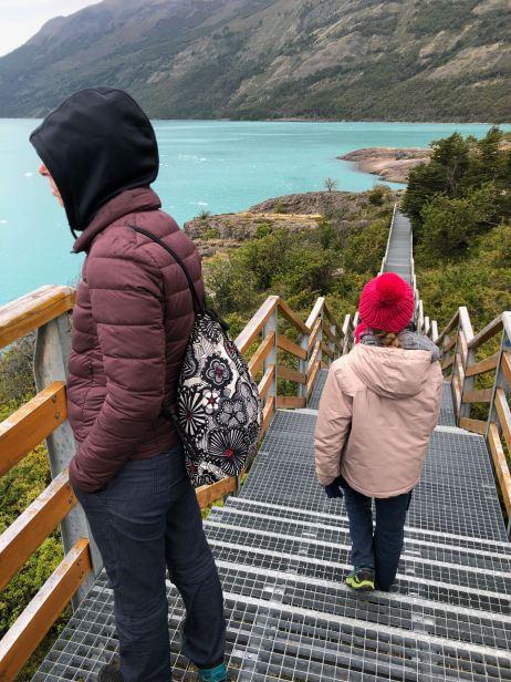 """En admiration sur les passerelles et couleurs folles du lago Argentino - Perito Moreno - Parc National """"Los Glaciares"""" - Argentine"""