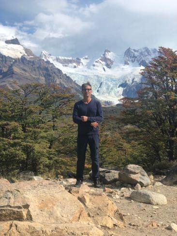 L'homme face aux glaciers - Mirador de la Laguna Torre - El Chalten - Patagonie - Argentine