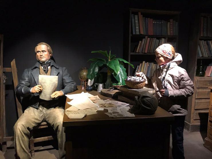 Eden et Darwin en grande discussion - Museo de Historia Fueguina - Ushuaïa - Terre de Feu - Argentine