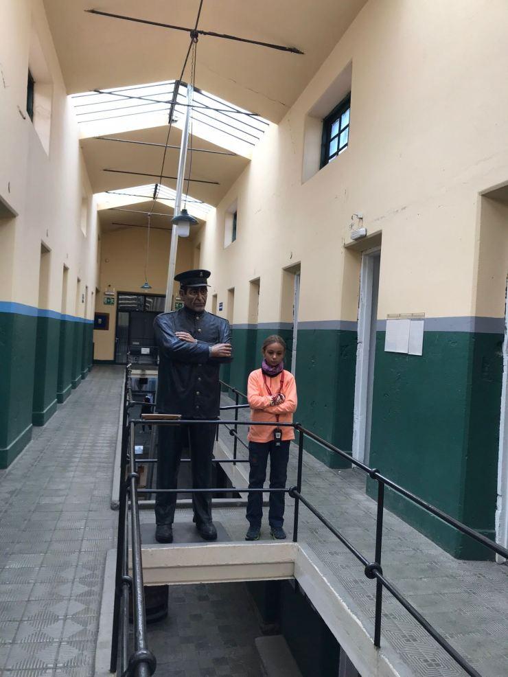 Eden et le gardien de prison de cire - Muséo Maritimo y del Presidio - Ushuaïa - Terre de Feu - Argentine