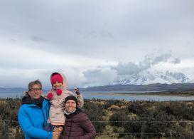 Derrière nous, las Torres del Paine se dévoilent - Patagonie - Chili
