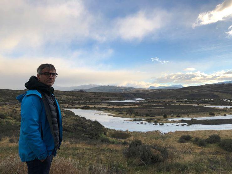 Geoffrey face à la beauté de la Patagonie - Parc National Torres del Paine - Chili