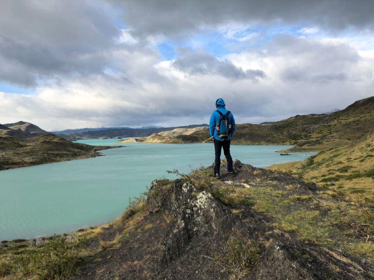 Geoffrey face au Lago Pehoe - Torres del Paine - Patagonie - Chili