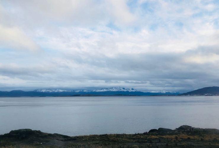 Premières Images d'Ushuaïa, sur le Canal de Beagle - Terre de Feu - Argentine