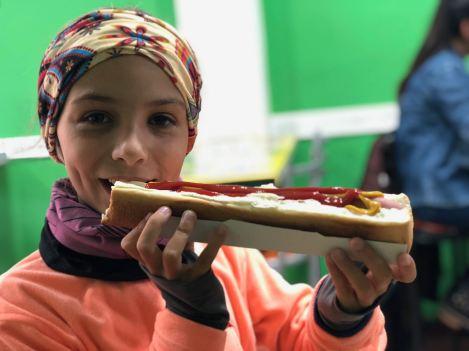 Eden adore les Hot Dogs ! Berk !! - Ushuaïa - Terre de Feu - Argentine
