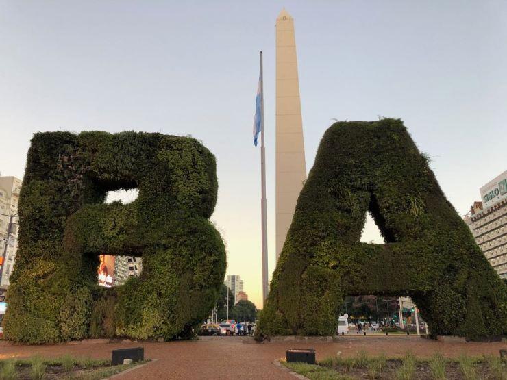 B.A : Buenos Aires, drapeau argentin et obelisque