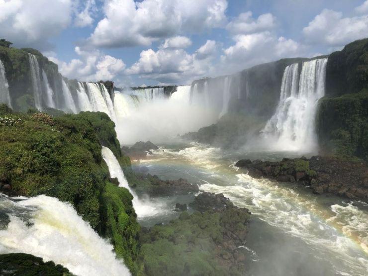 Vue sur la garganta del Diablo - Chutes d'Iguazu depuis les passerelles côté Brésil
