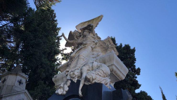 Sur un caveau - cimetière de Recoleta - Buenos Aires - Argentine