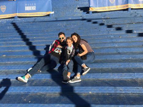 Dans la Bombonera - Eden, Théo et Eline prennent la pose - La Boca - Buenos Aires - Argentine