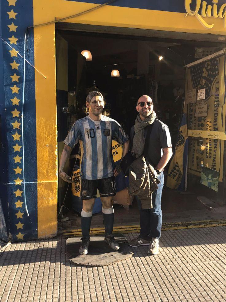 Eric devant la Bombonera - La Boca - Buenos Aires - Argentine