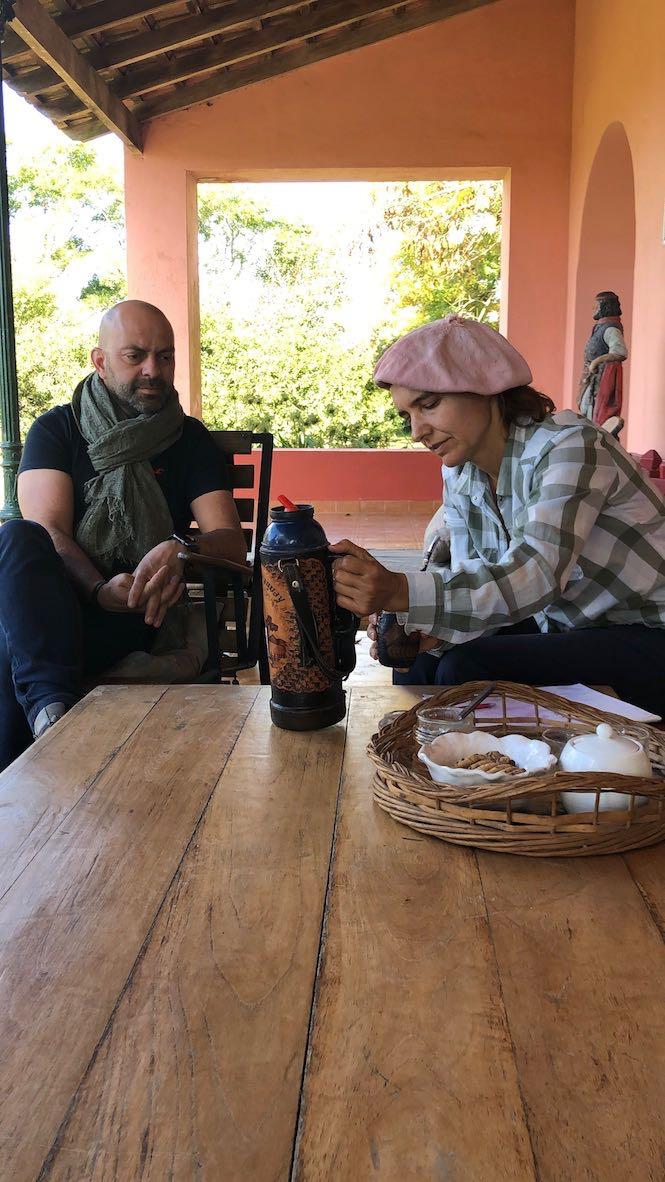 Eric découvre le maté - Pampa - Argentine