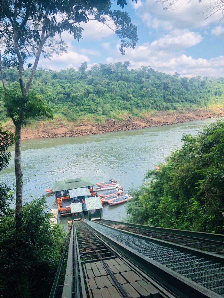 Pour rejoindre les berges - Macuco Safari -Chutes d'Iguazu côté Brésil