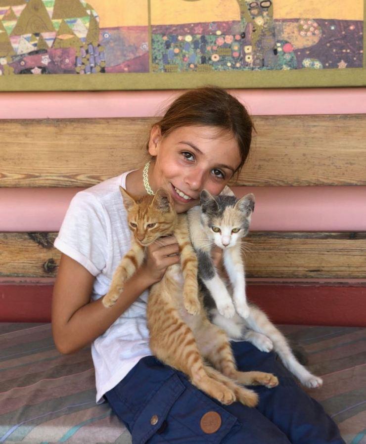 Eden et les deux petits chats - Pampa - Argentine