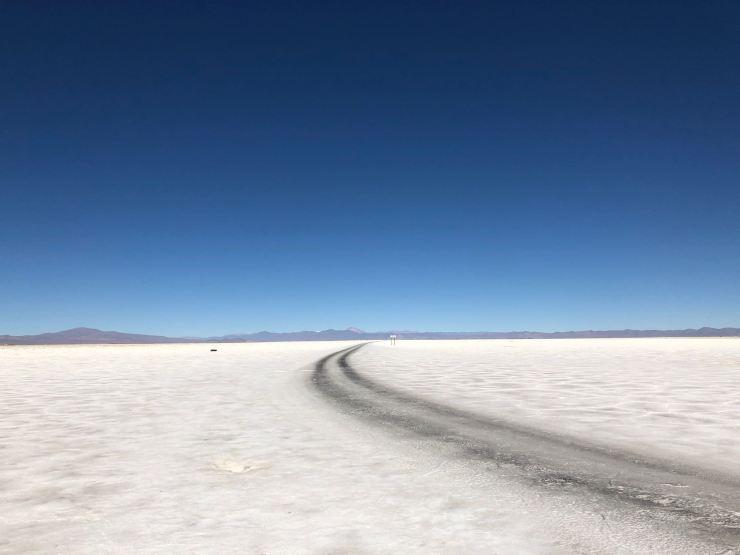 Piste en plein salar - Salinas grandes - Nordeste - Argentine