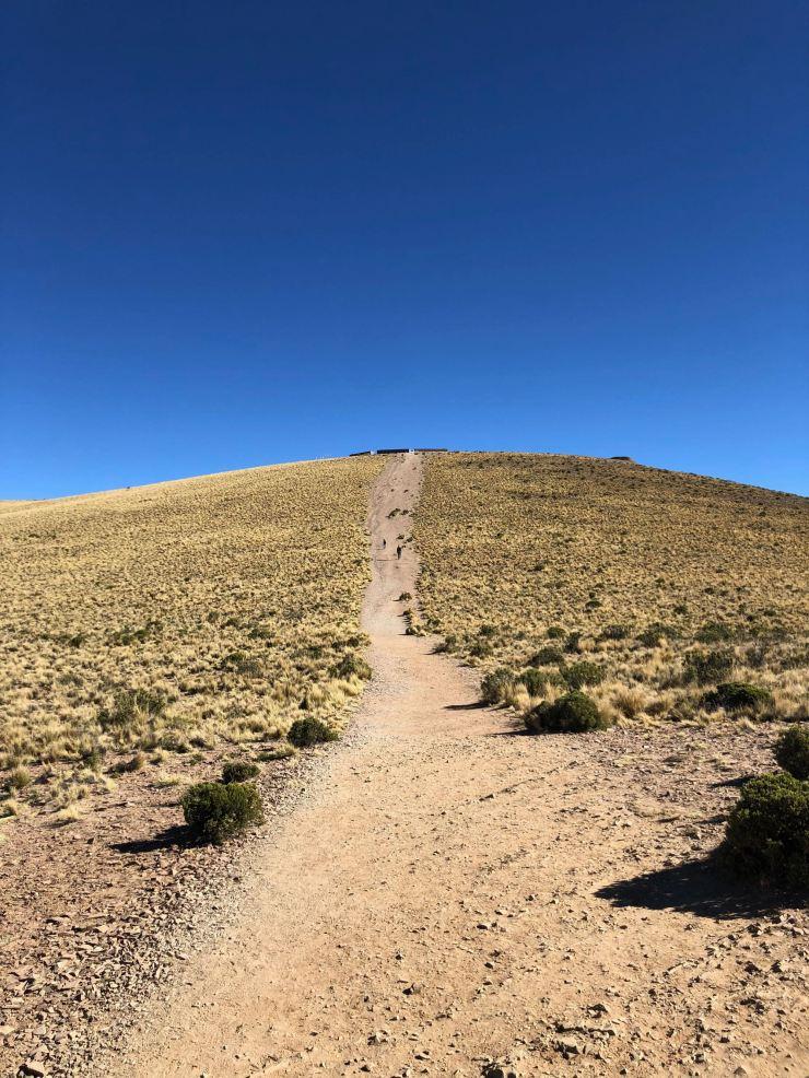 Cette petite pente fut une horreur à monter - El Hornocal, 4350 mètres d'altitude - Nordeste - Argentine