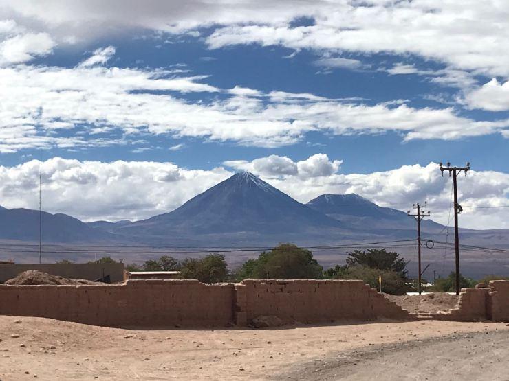Volcan Licancabur - 5916 mètres, protecteur de San Pedro de Atacama - Chili
