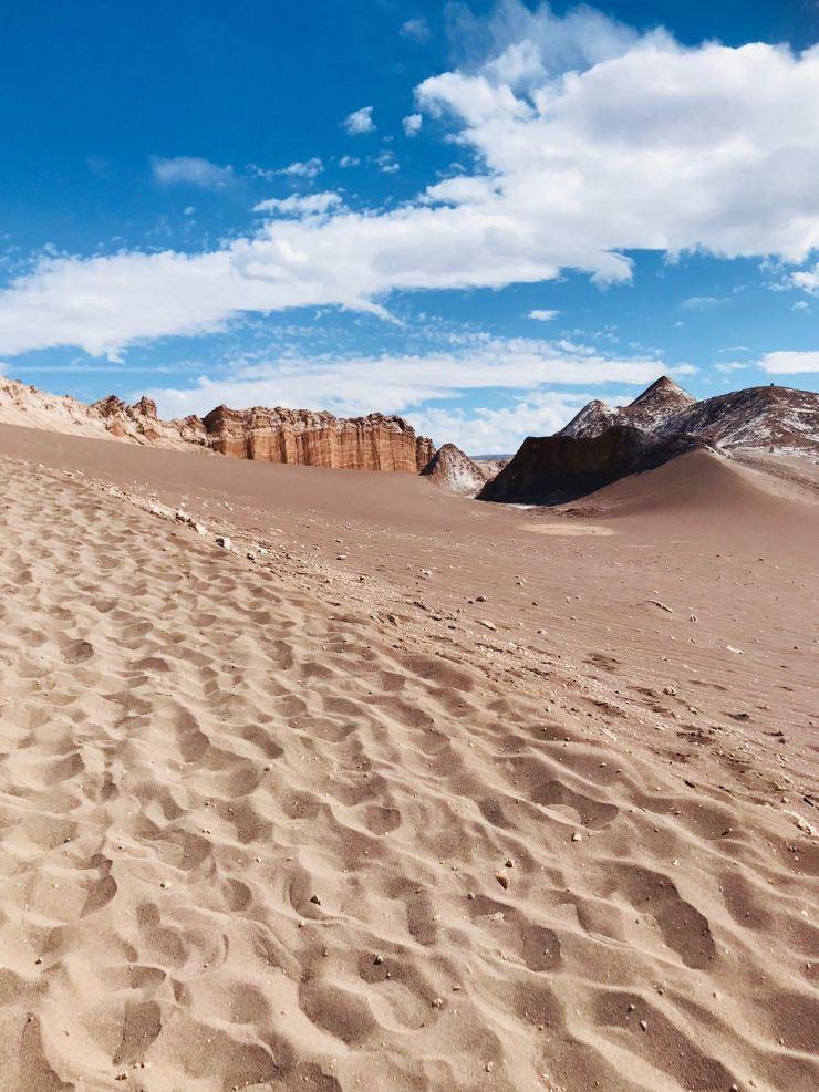 Au loin El Anfiteatro - Vallée de la Lune - Désert d'Atacama - Chili