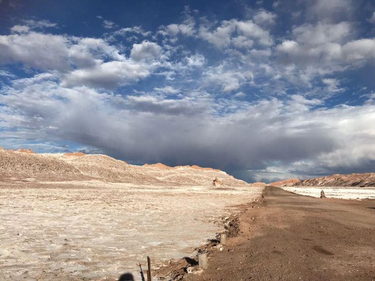 Valle de la Luna - Piste au milieu du sel - Desert d'Atacama - Chili