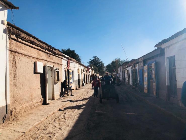 Dans les rues de San Pedro de Atacama, les tour operator côte à côte - Chili