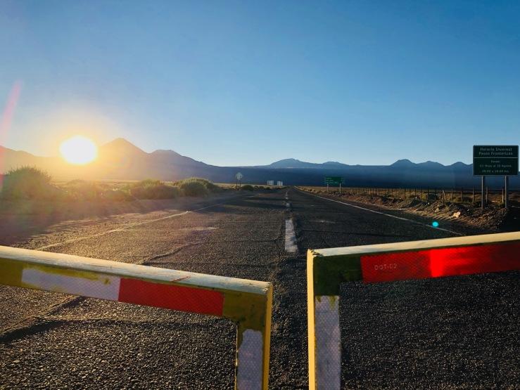Derrière cette barrière, la Bolivie