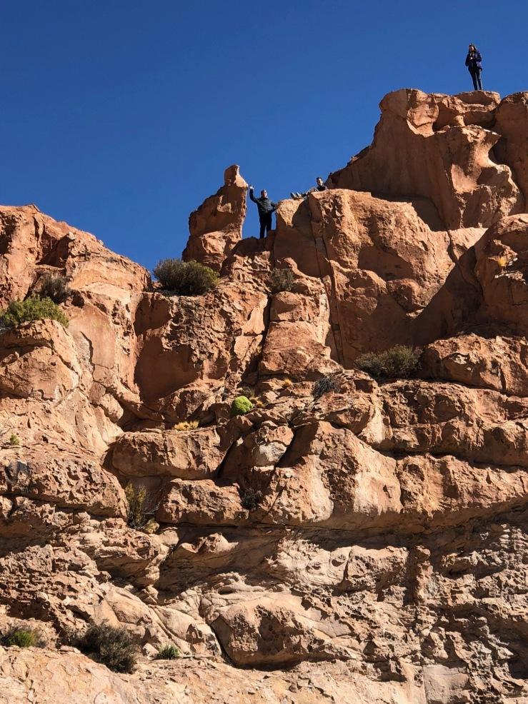 Geoffrey s'essaie à l'escalade - Valle de Rocas - Sud Lipez - Bolivie