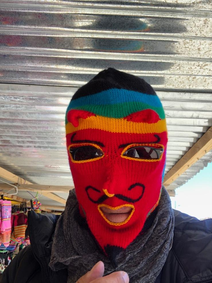 Je ne vois pas trop quand on pourra porter ce type de cagoule en France... - Souvenirs de Bolivie