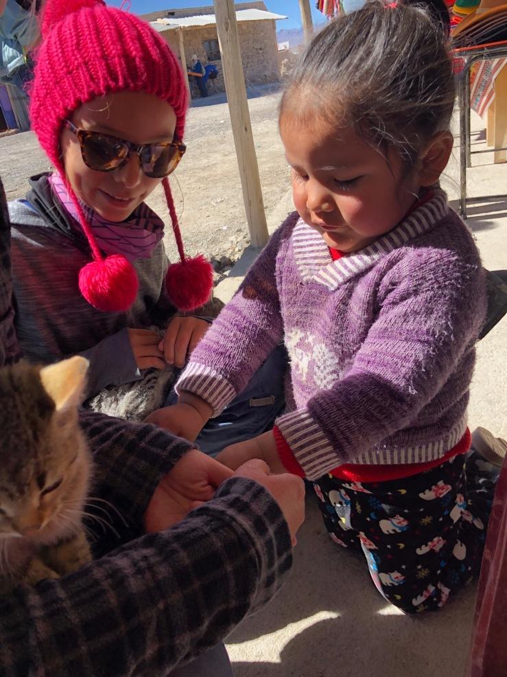 Eden s'est fait une copine ! - Près du Salar d'Uyuni - Bolivie
