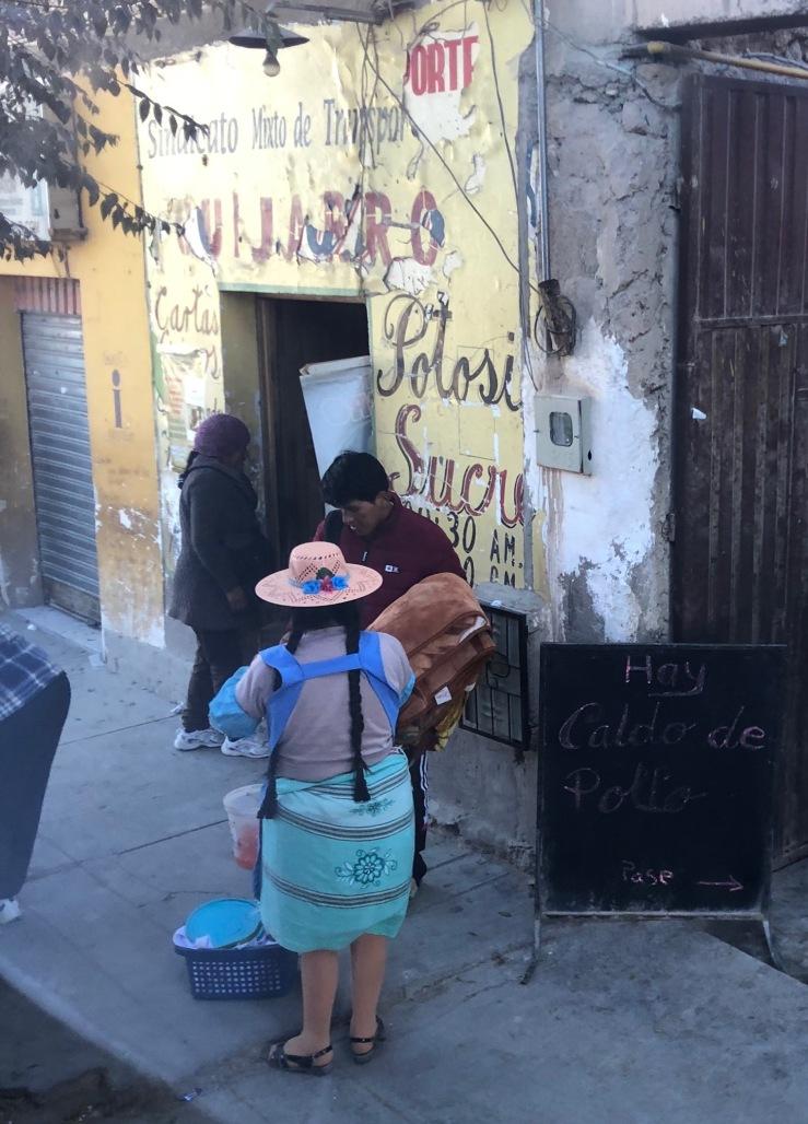 """A la """"gare routière"""" d'Uyuni - Bolivie"""