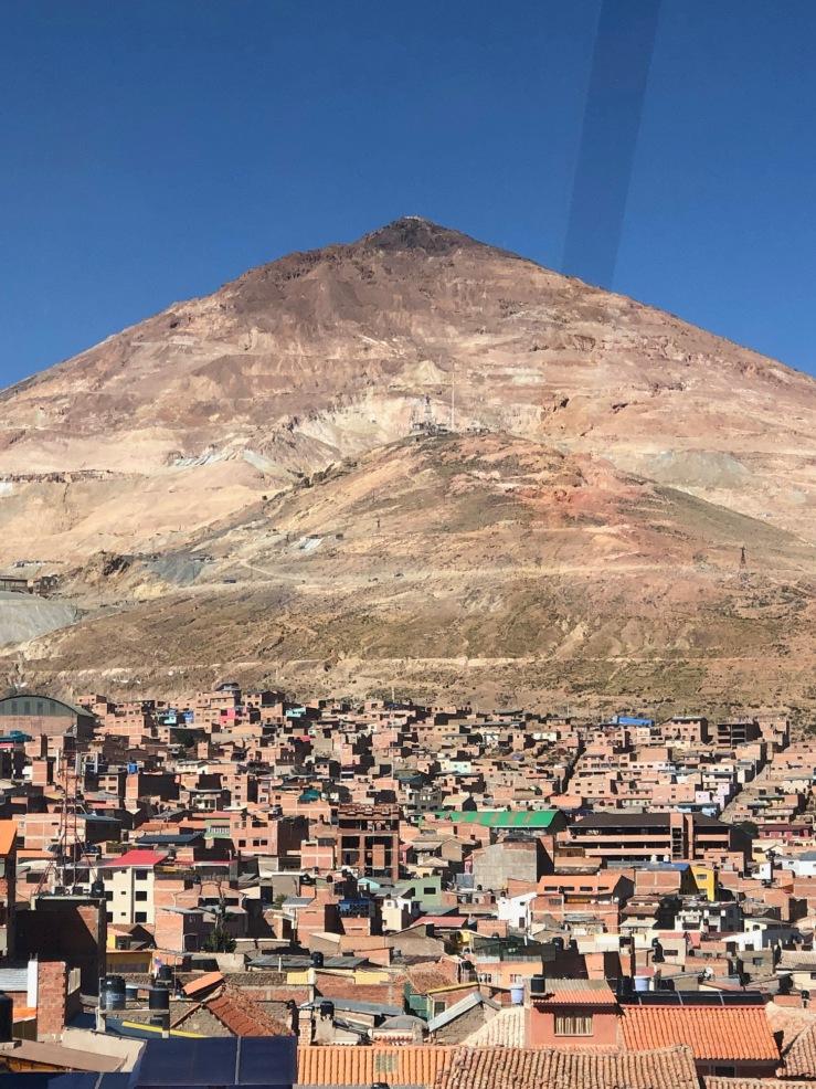 Vue depuis notre hôtel : Potosi et le Cerro Rico - Bolivie