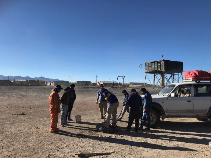 Changement de pneu - Colcha - Sud Lipez - Bolivie