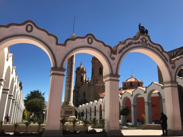 Les arcades de la Plaza 6 de Agosto - Potosi - Bolivie